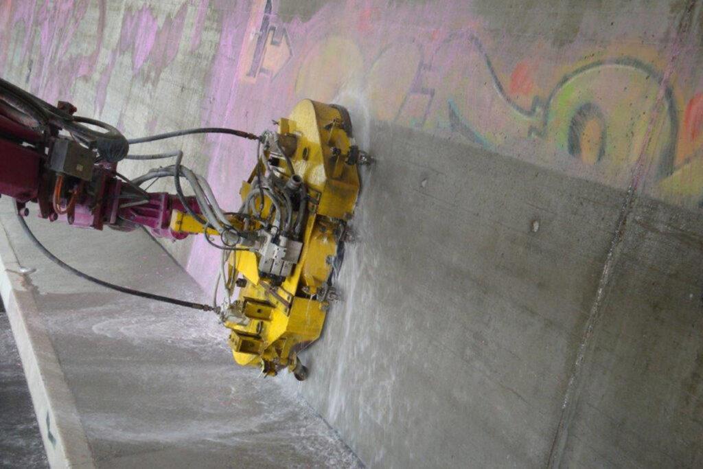 Flächenreinigung Graffitientfernung an der Wand