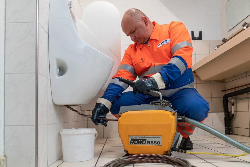 Spülung der Toilette bei Kanalreinigung